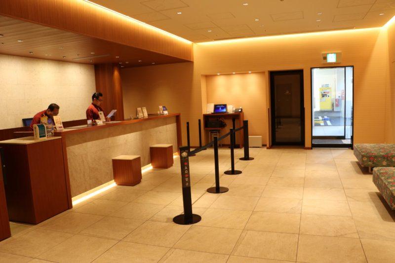 ホテルグレイスリー那覇の2階フロント