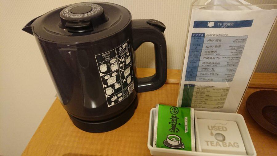 パシフィックホテル那覇の部屋にあるケトルとお茶のサービス