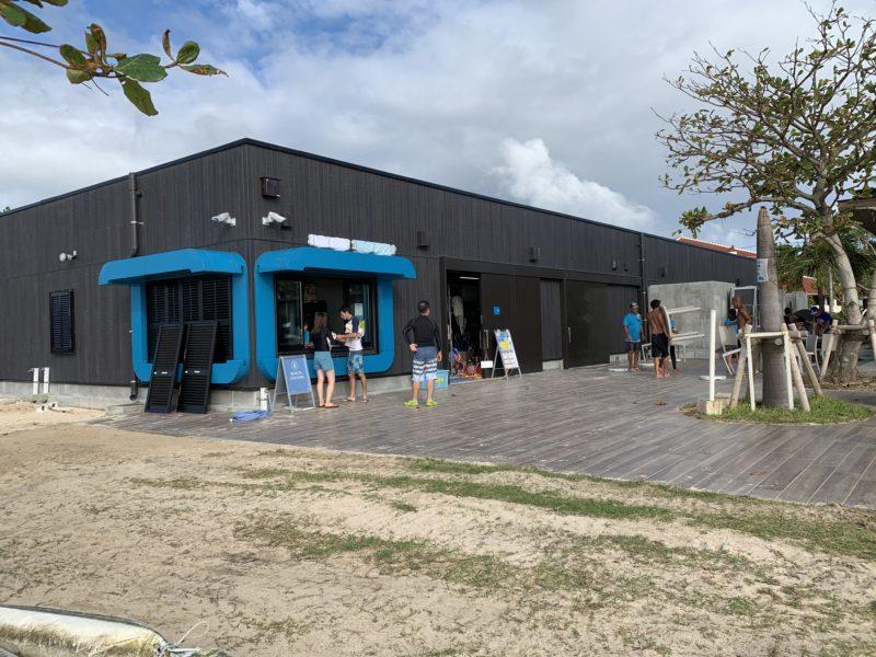 フサキリゾートのプライベートビーチにあるアクティビティ受付カウンター