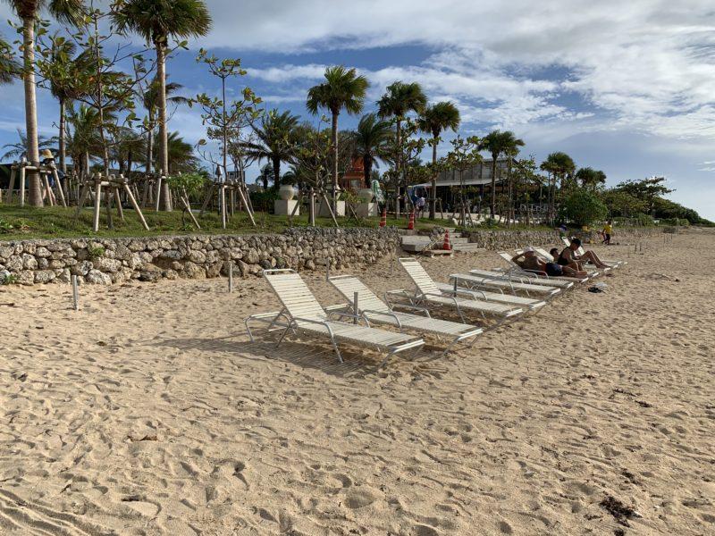 フサキリゾートのプライベートビーチに置いてあるサマーベッド