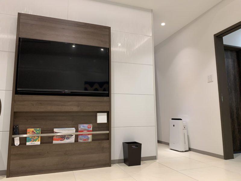 古宇利島ワンスイートザテラスのOCEAN VIEW TERRACE DELUXE Aのテレビ