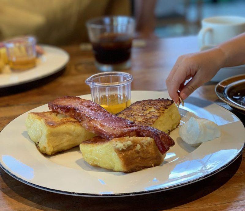 古宇利島ワンスイートザテラスのオーシャンビューデラックスの朝食のフレンチトースト
