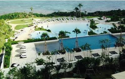 沖縄モントレのプールを部屋から見た写真