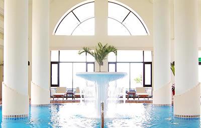 日航アリビラホテルのプール